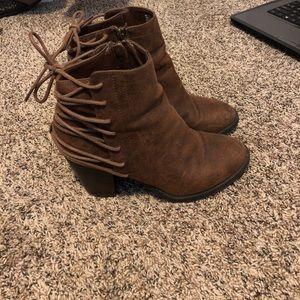 Cute suede brown booties!